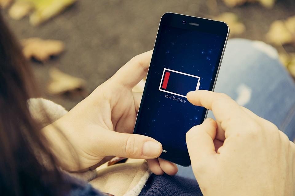 Imagem de Entenda: 4 motivos pelos quais seu celular desliga antes da bateria zerar no tecmundo