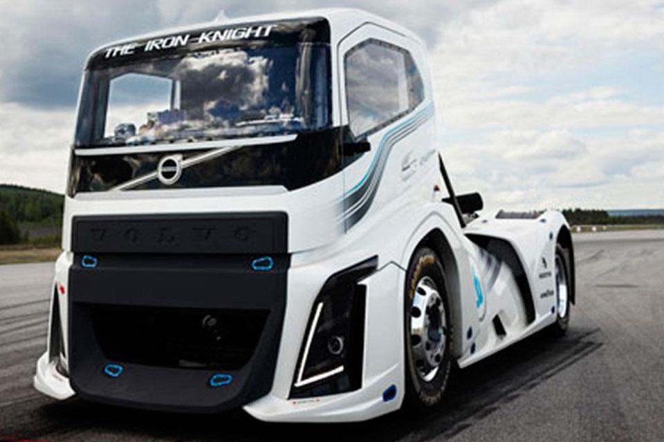 Imagem de Volvo quebra recorde de velocidade com caminhão de 2.433 cavalos no tecmundo