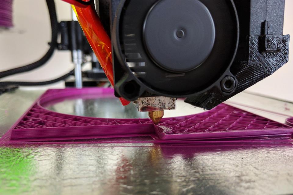 Imagem de Conheça a Stella, a primeira impressora 3D compacta feita no Brasil no tecmundo