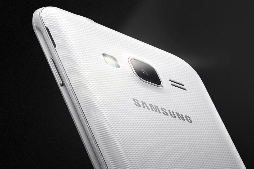 """Imagem de Samsung lança Galaxy J1 Mini Prime com tela de apenas 4"""" e hardware modesto no tecmundo"""