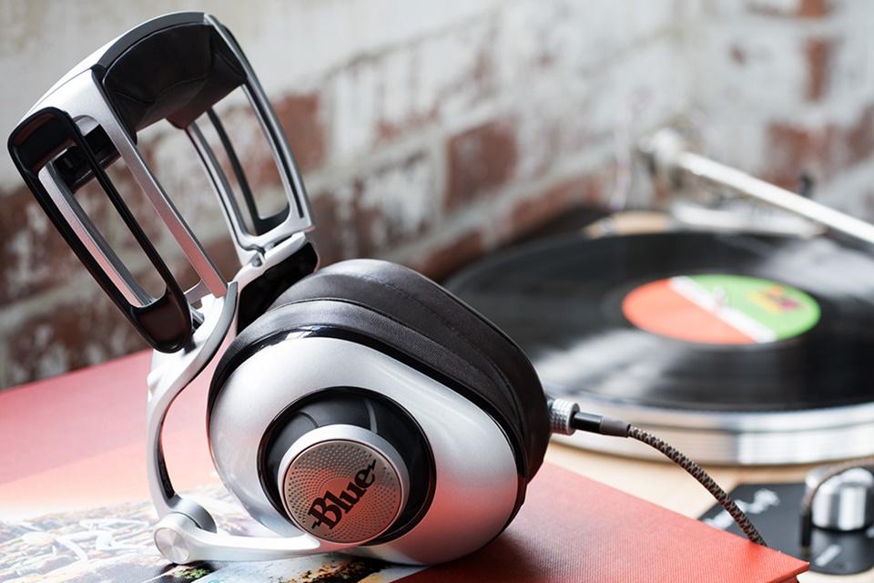 Imagem de Empresa exibe novos fones com amplificadores internos no tecmundo