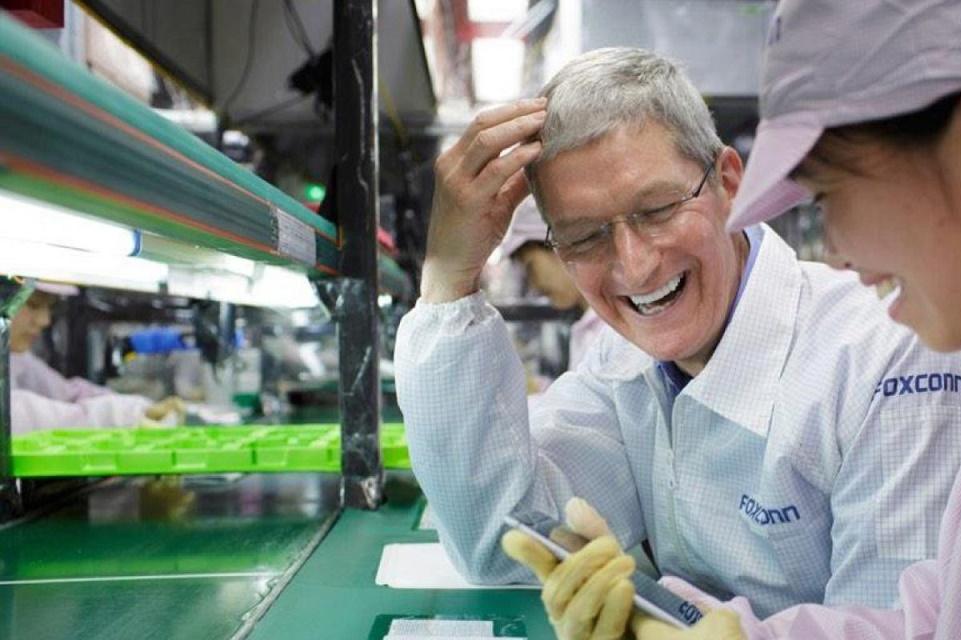 Imagem de Foxconn, com iPhone 6s, perdeu dinheiro pela primeira vez em 25 anos no tecmundo