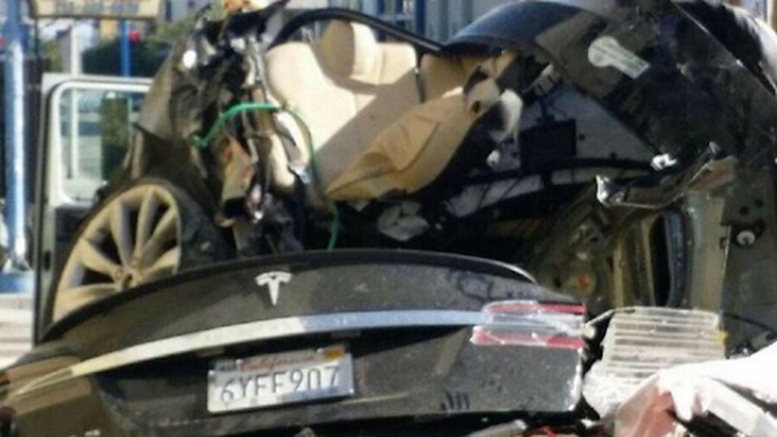 Imagem de Provável causa de acidente fatal com carro Tesla foi desatenção do condutor no tecmundo