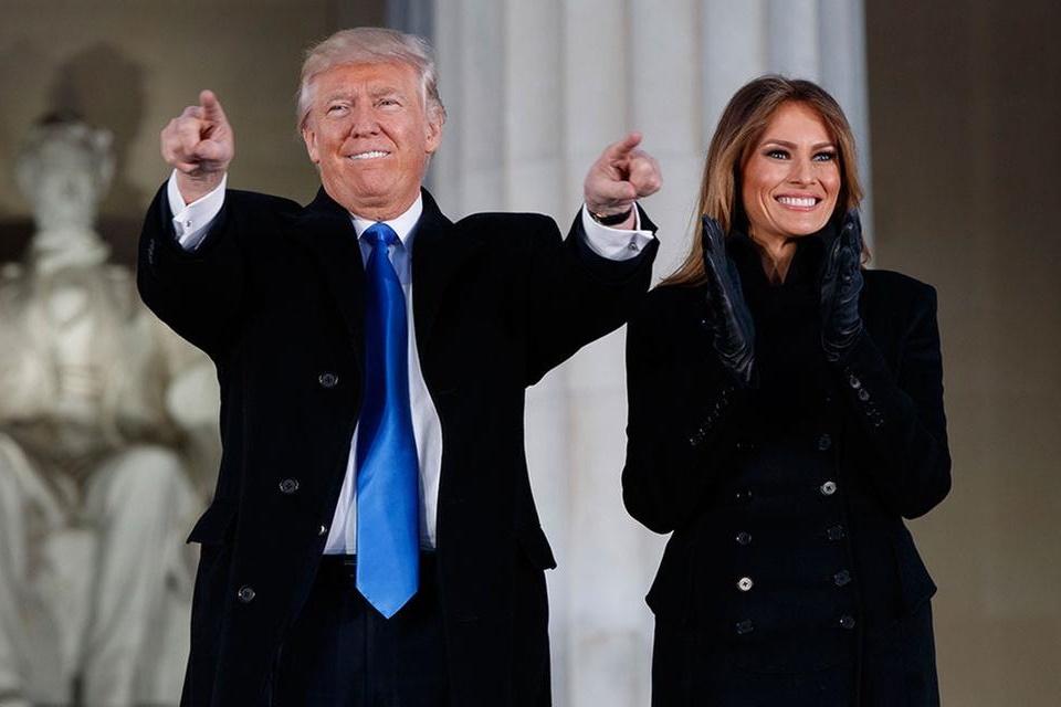 Imagem de Trump posta primeiro tweet como presidente dos EUA no tecmundo