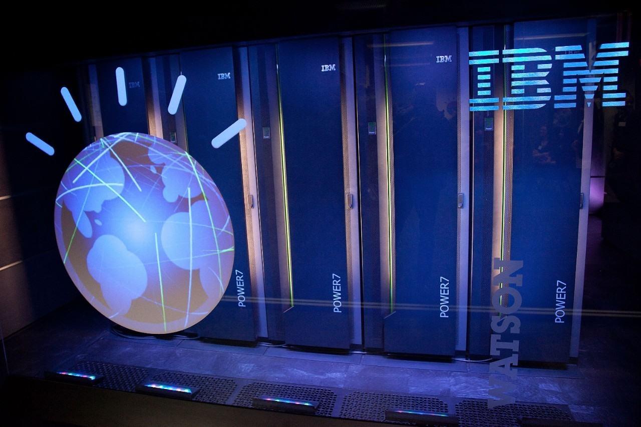 """Imagem de Watson, o supercomputador """"smart"""" da IBM, vai trabalhar em cibersegurança no tecmundo"""