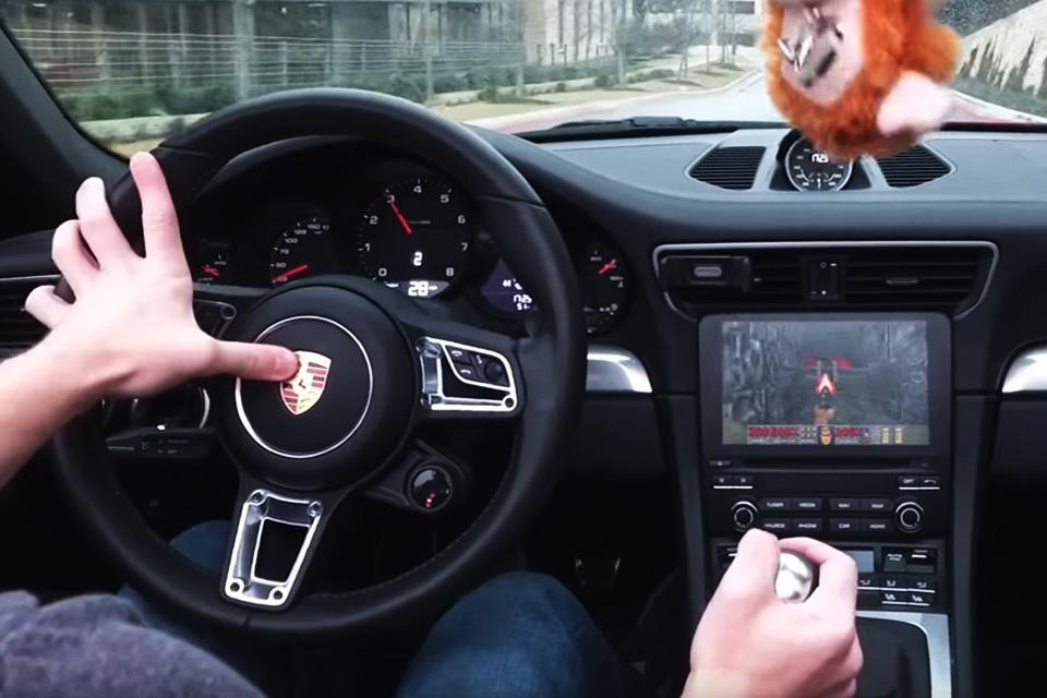 Imagem de Algum gênio/maluco instalou Doom no sistema de infotainment de um Porsche no tecmundo