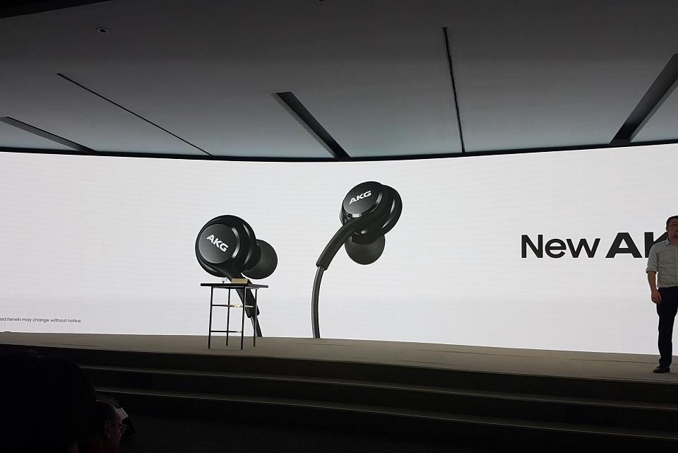 Imagem de Samsung Galaxy S8 terá fones AKG e — óbvio — as imagens já vazaram no tecmundo