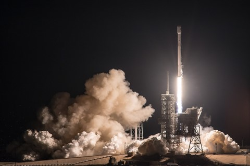 Imagem de SpaceX faz história de novo com relançamento de foguete  no tecmundo