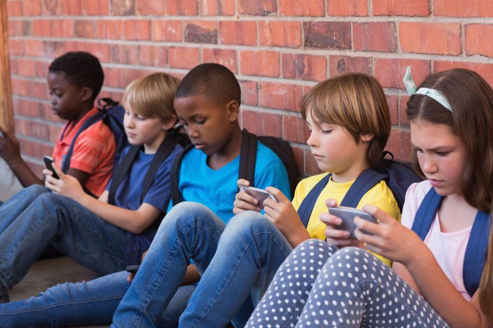 Imagem de Quanto tempo em frente a uma tela é saudável para as crianças? no tecmundo