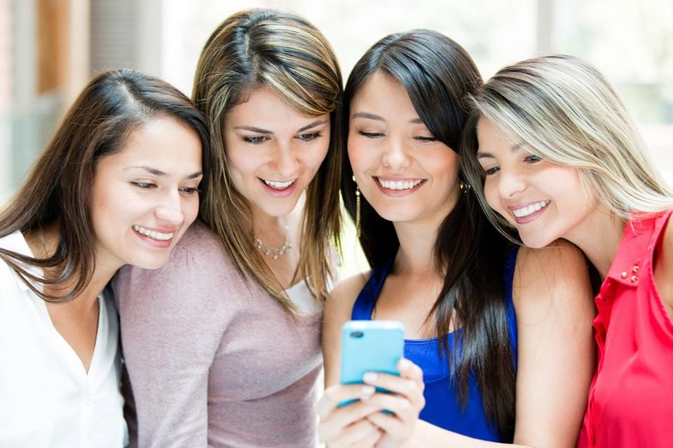 Imagem de Novo rival do Tinder deixa seus amigos escolherem com quem você vai sair no tecmundo