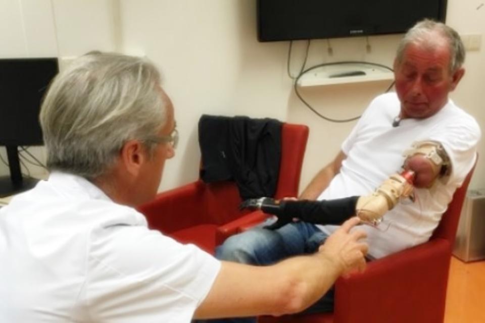 Imagem de Paciente recebe prótese de encaixar movida pela mente via Bluetooth  no tecmundo