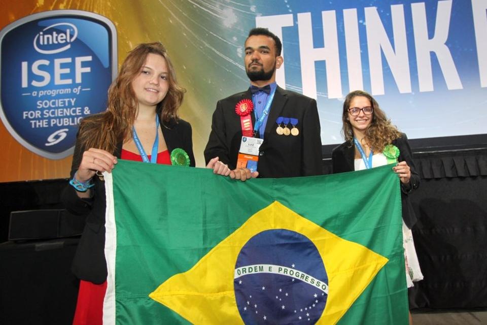 Imagem de Estudantes brasileiros são finalistas da maior feira de ciências do mundo no tecmundo