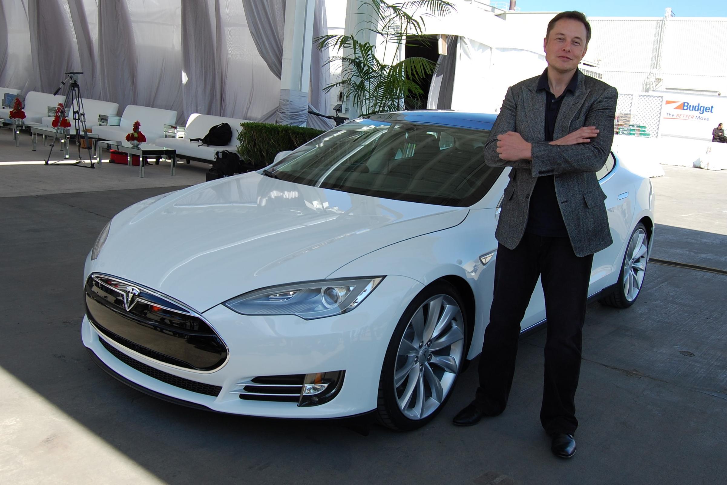 Imagem de Elon Musk diz que Autopilot de seus carros é 'seguro, mas desagradável' no tecmundo