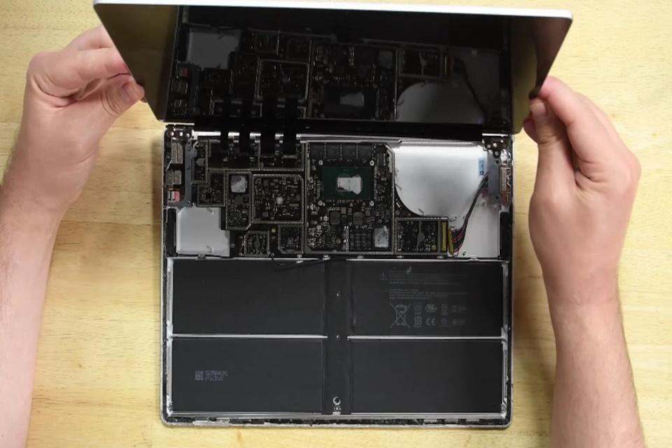 """Imagem de Surface Laptop é """"quase impossível de ser consertado"""" sem causar danos no tecmundo"""