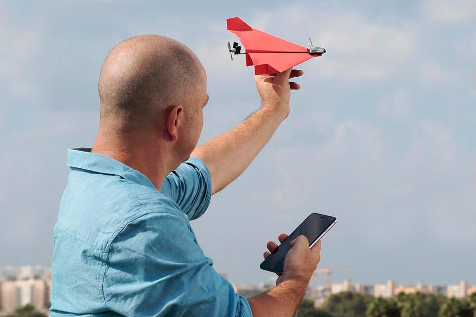 Imagem de Já pensou em um avião de papel controlado pelo celular? Pois ele existe no tecmundo