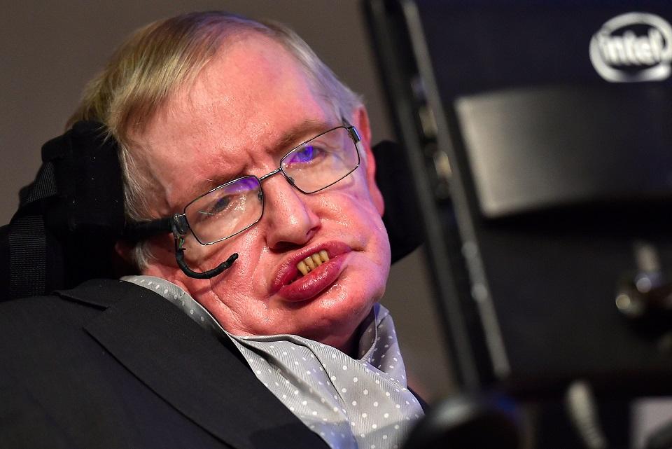 Imagem de Stephen Hawking diz que humanos precisam deixar a Terra e dominar a Lua no tecmundo