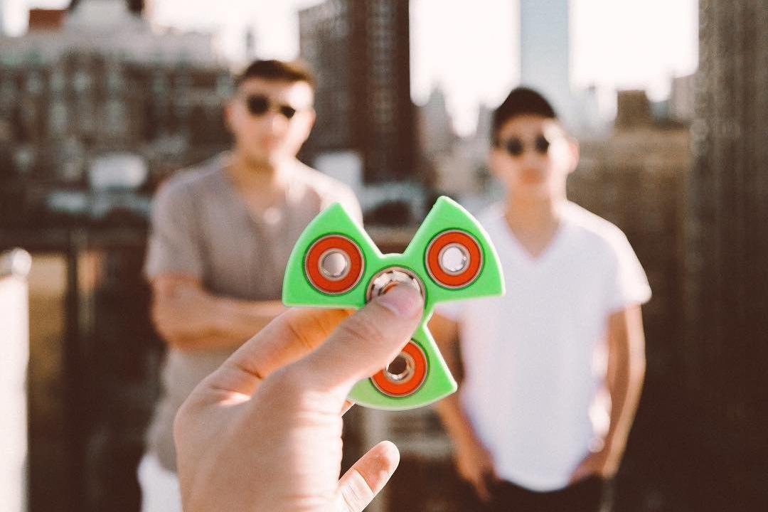 Imagem de Como 2 adolescentes fizeram dos spinners uma moda e faturaram US$ 350 mil no tecmundo