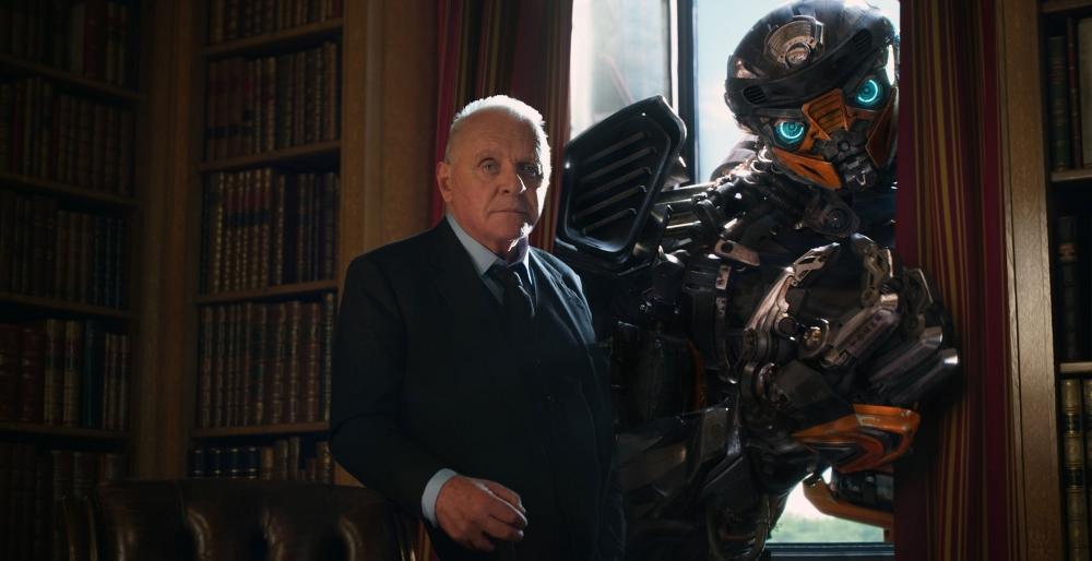 Sir Burton e o robô com sotaque francês que... Eu esqueci o nome