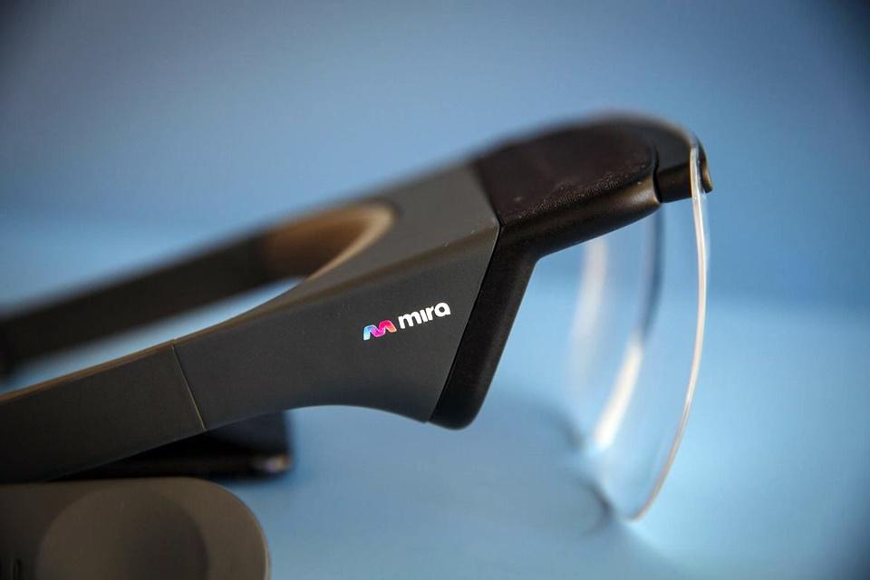 Imagem de HoloLens da Apple? Acessório de R$ 300 transforma iPhone em headset AR no tecmundo