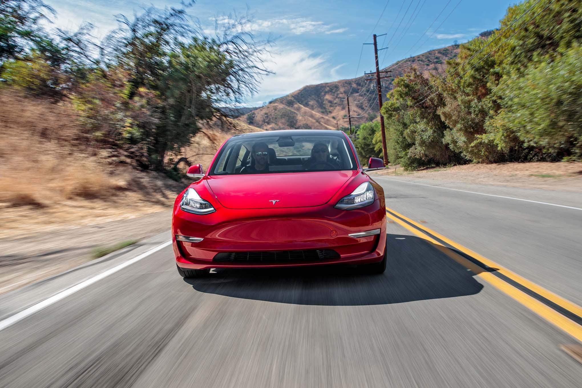 Imagem de Ele chegou: Tesla Model 3 tem suas primeiras unidades entregues em evento no tecmundo