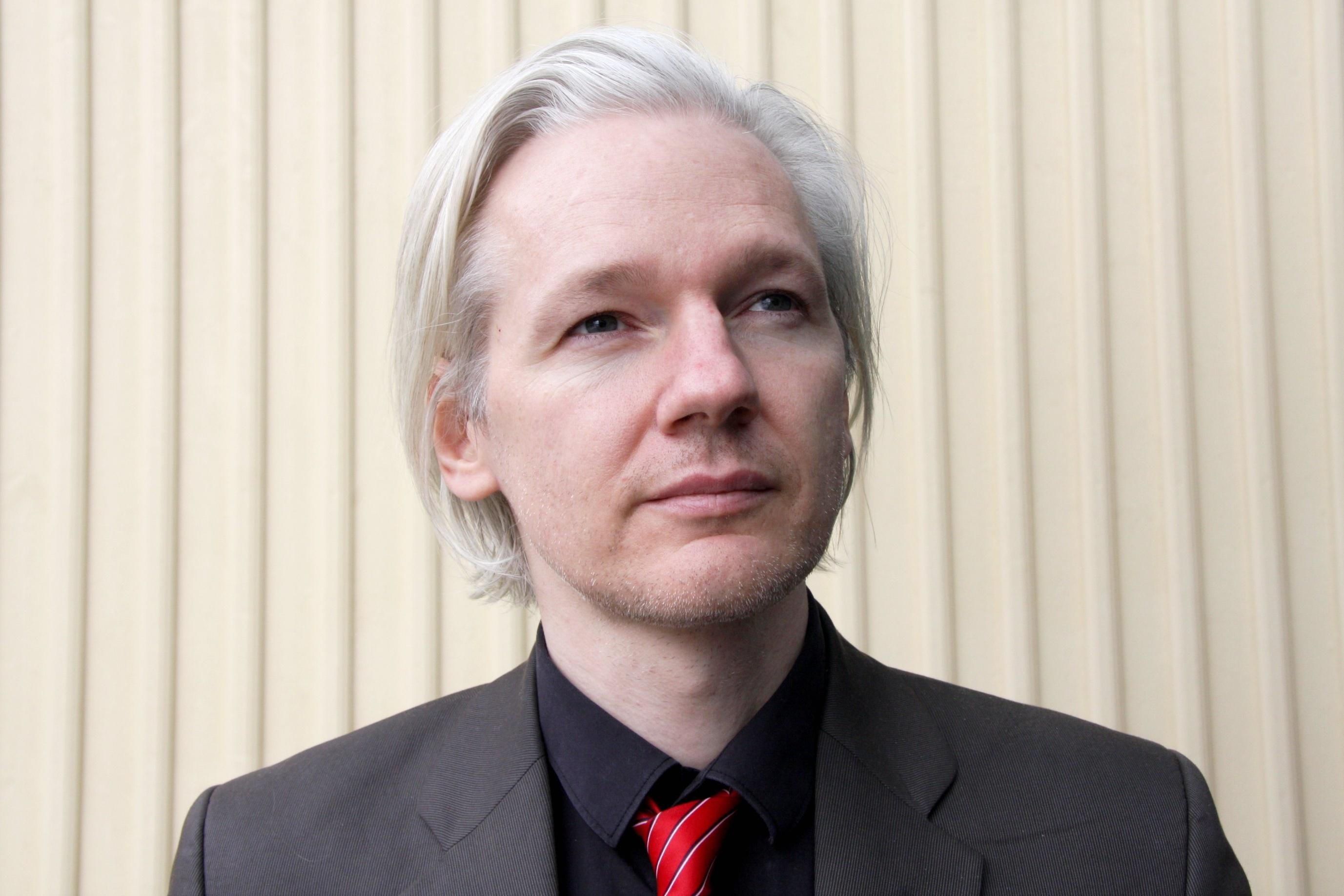 Imagem de Julian Assange oferece emprego a autor de manifesto antidiversidade no tecmundo