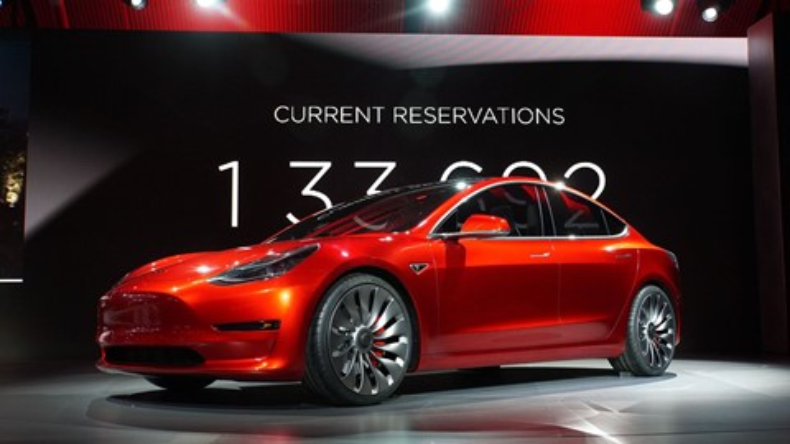 Imagem de Tesla Model 3: demanda pelo carro pode chegar a 700 mil unidades por ano no tecmundo