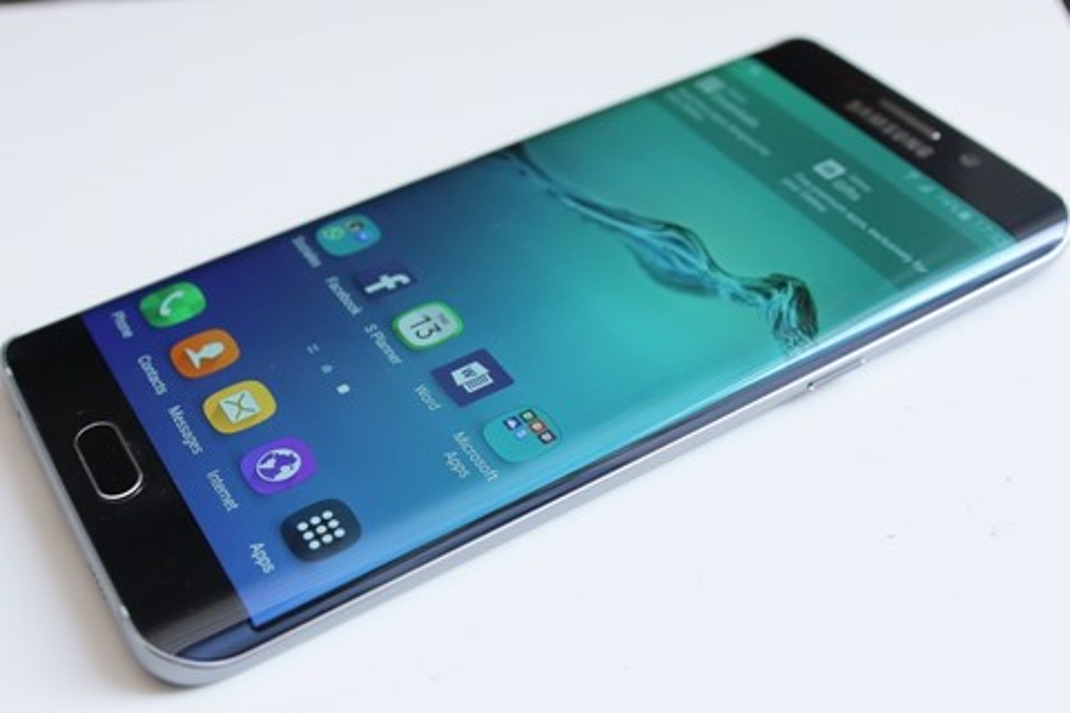 Imagem de Galaxy S9 pode ter acessórios magnéticos iguais aos Moto Snaps no tecmundo