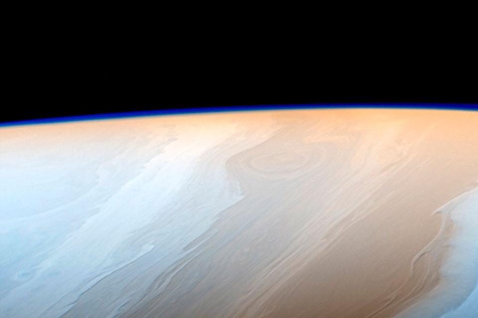 Imagem de Voo final da sonda Cassini revela imagens estonteantes dos anéis de Saturno no tecmundo