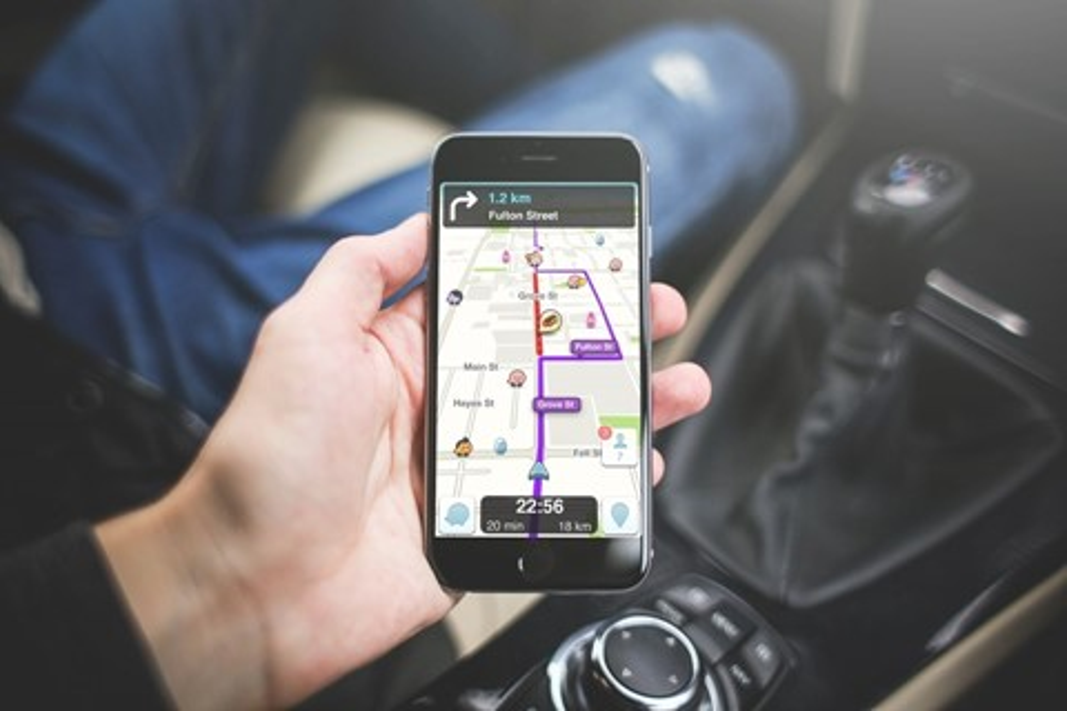 Imagem de Descubra se um local está aberto antes mesmo de sair de casa usando o Waze no tecmundo