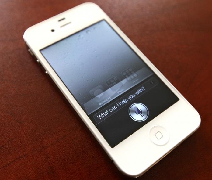 Um celular numa superfície.