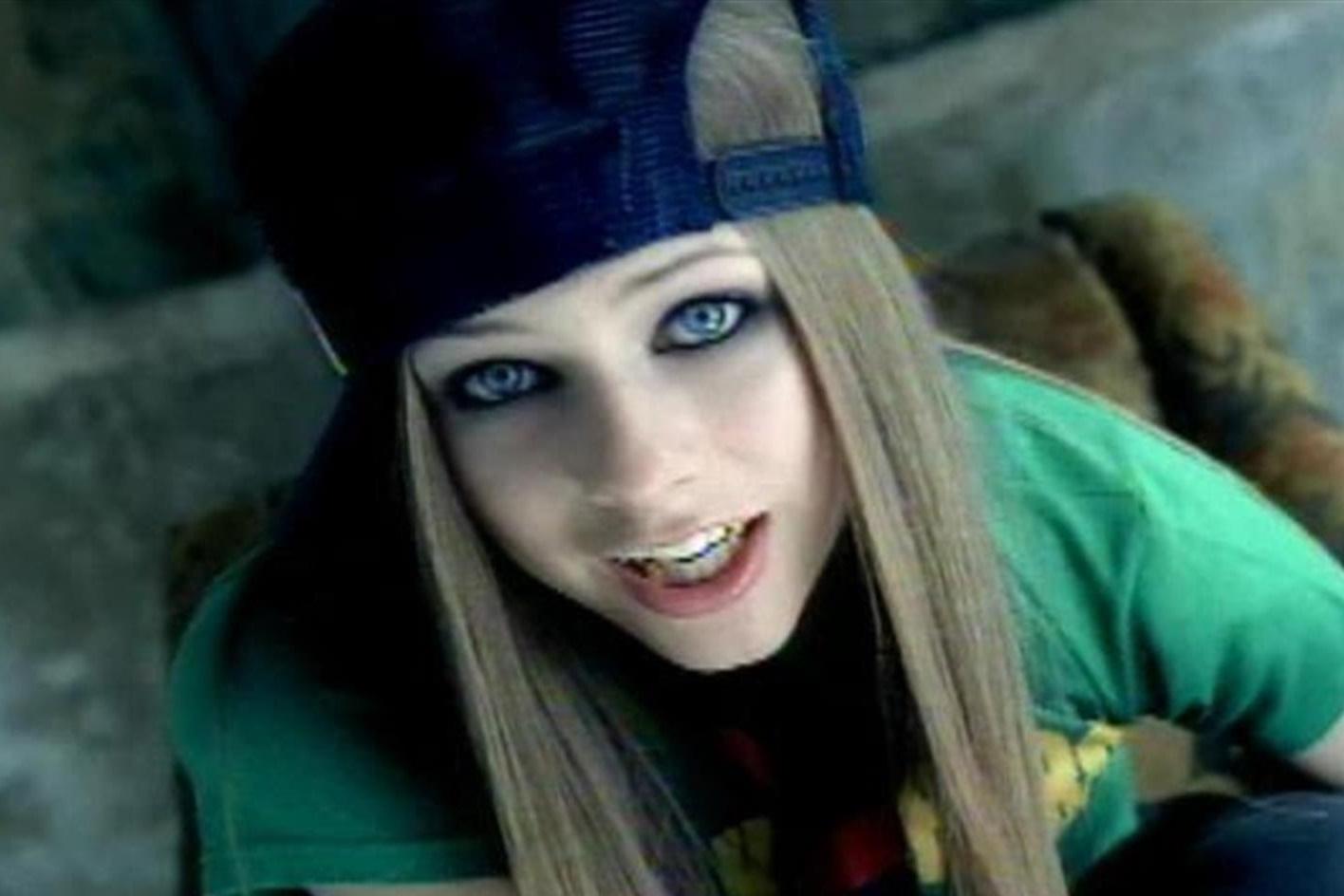 """Imagem de Avril Lavigne é a celebridade """"mais perigosa da internet"""" segundo McAfee no tecmundo"""