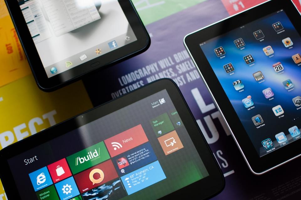 Tablets em cima da mesa