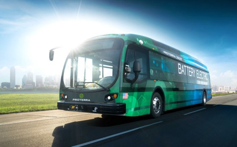 Um ônibus verde
