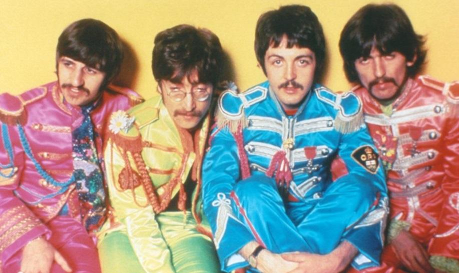 The Beatles posando para foto.