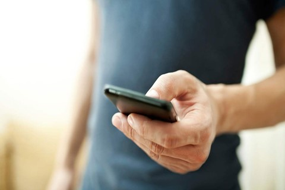 Imagem de Vai emprestar um smartphone para alguém? Saiba o que fazer antes no tecmundo