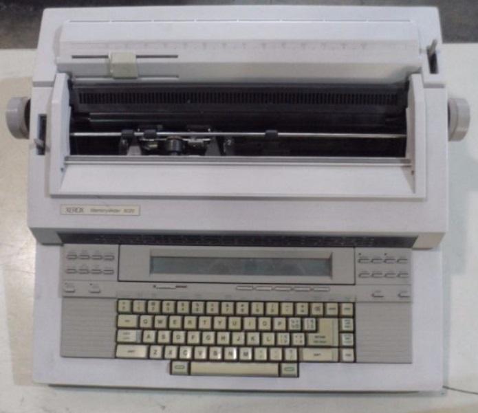 Uma máquina de escrever antiga