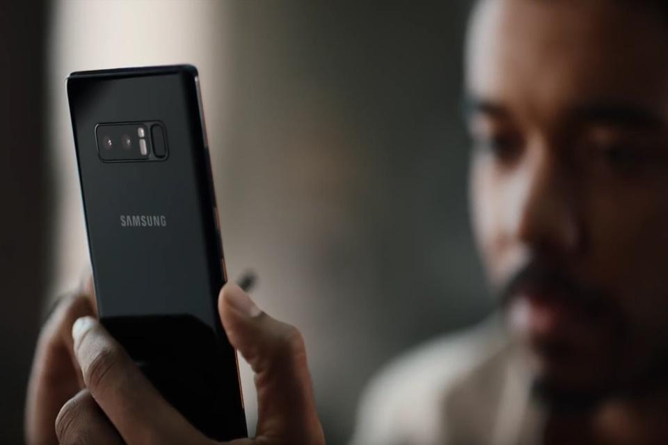 Imagem de Novo comercial da Samsung tira sarro dos defeitos dos iPhones [vídeo] no tecmundo