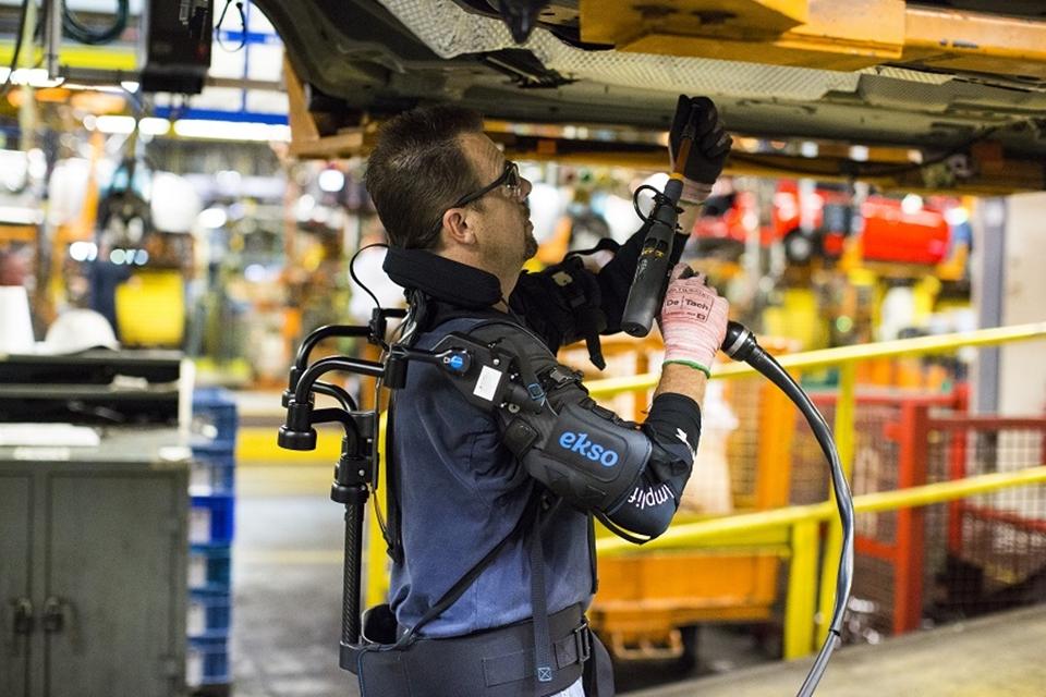 Imagem de Exoesqueleto que reduz a fadiga muscular é testado por funcionários da Ford no tecmundo