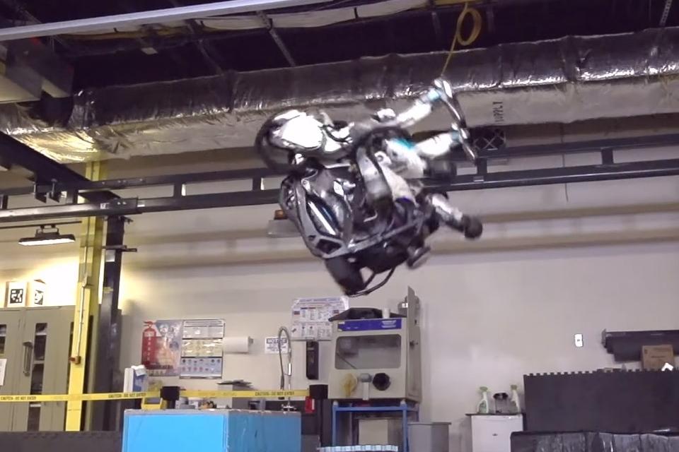 """Imagem de O robô Atlas da BD já sabe """"virar mortal de costas""""; não há mais como fugir no tecmundo"""