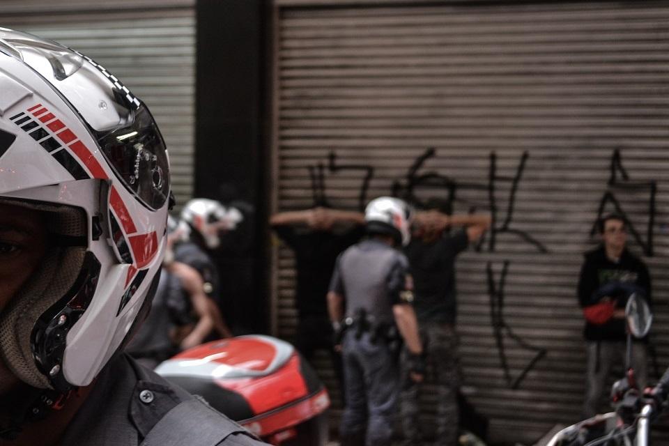 Imagem de Polícia no Brasil não pode mexer no seu celular — se estiver bloqueado no tecmundo