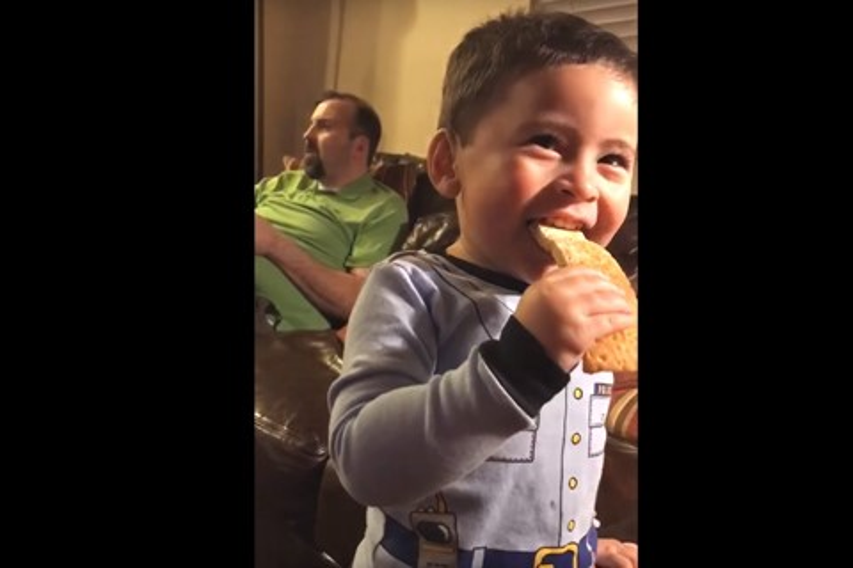 Imagem de Pais usam Google Home para filho com dificuldade falar sua primeira palavra no tecmundo