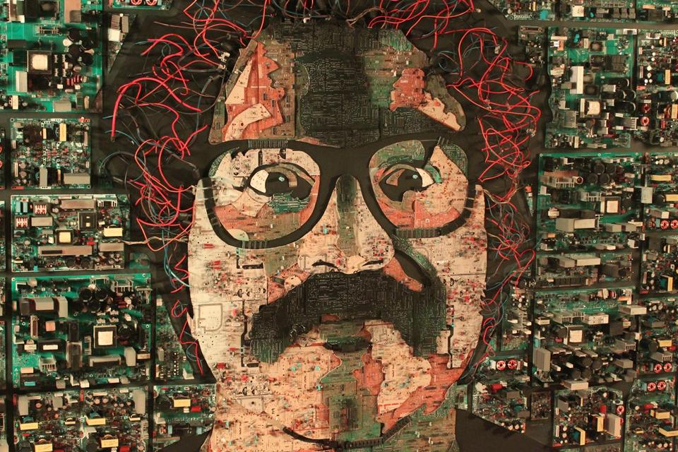 Imagem de Lixo eletrônico se transforma em obra de arte nas mãos de artista plástico no tecmundo