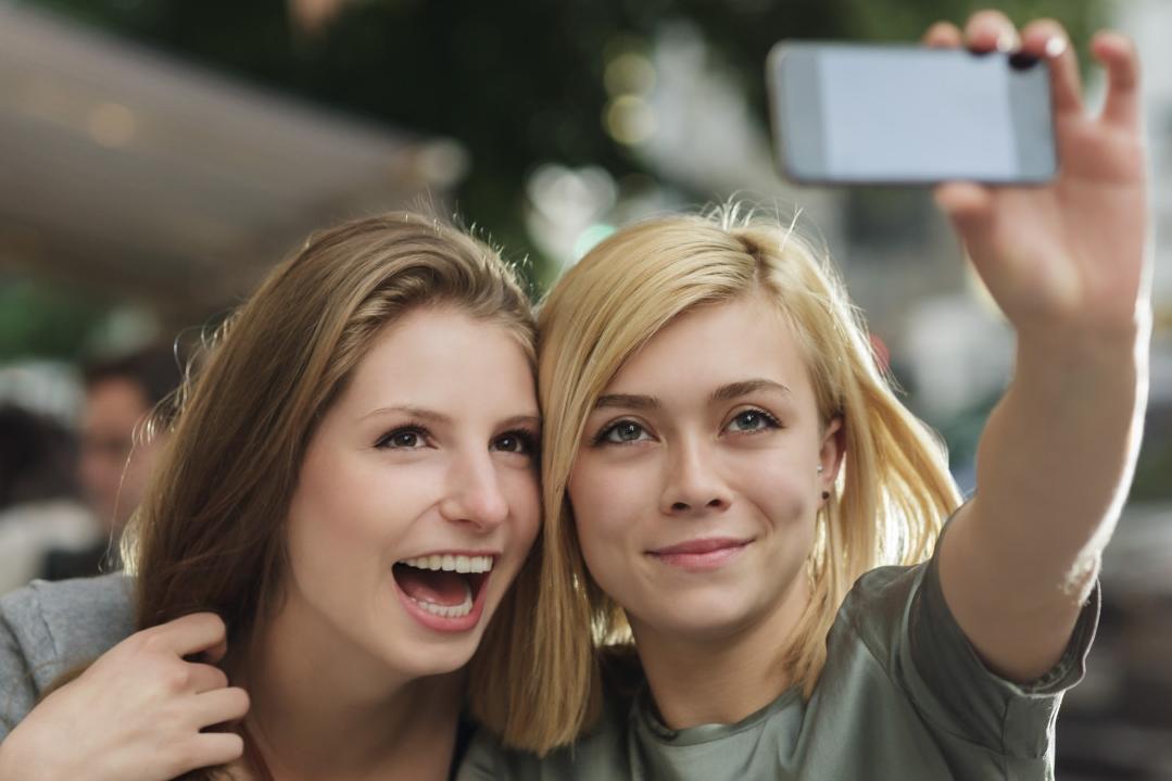 Imagem de Obsessão por tirar selfies agora é um transtorno mental e já tem nome no tecmundo