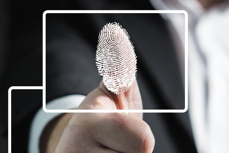 Imagem de Software de leitura biométrica usado pelo FBI contém código russo no tecmundo