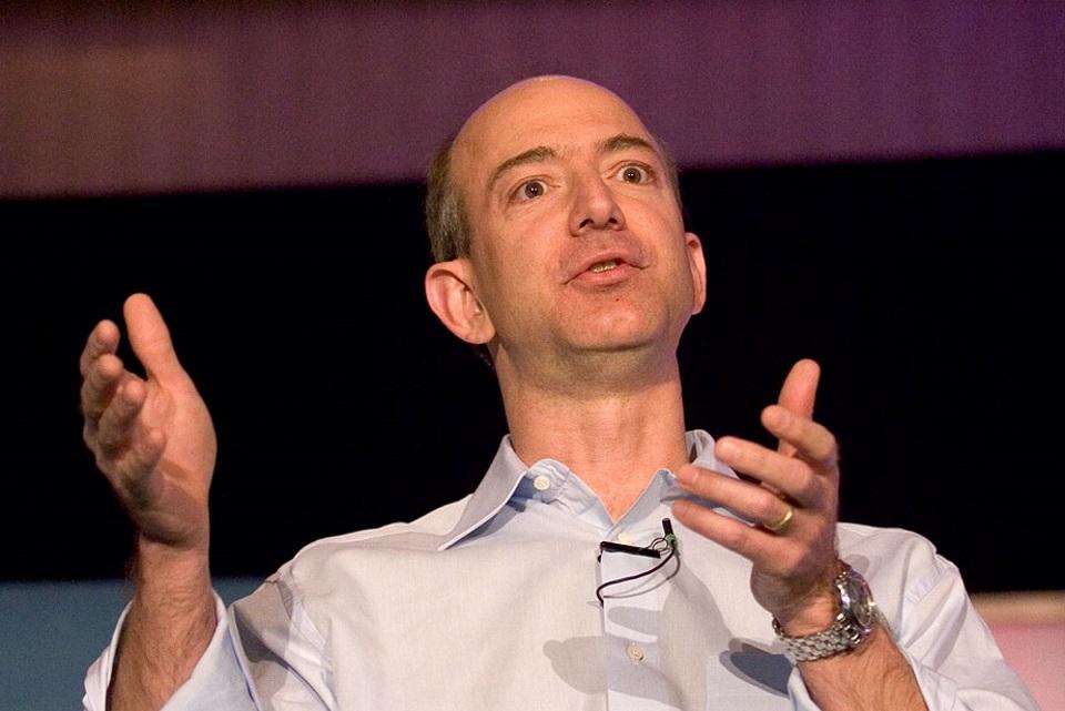 Imagem de Jeff Bezos: de dono de livraria a homem mais rico do planeta no tecmundo