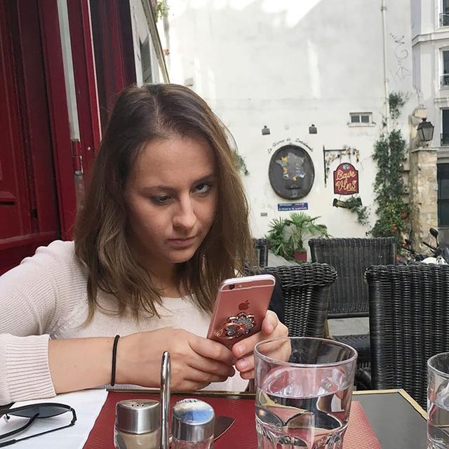 outro no celular