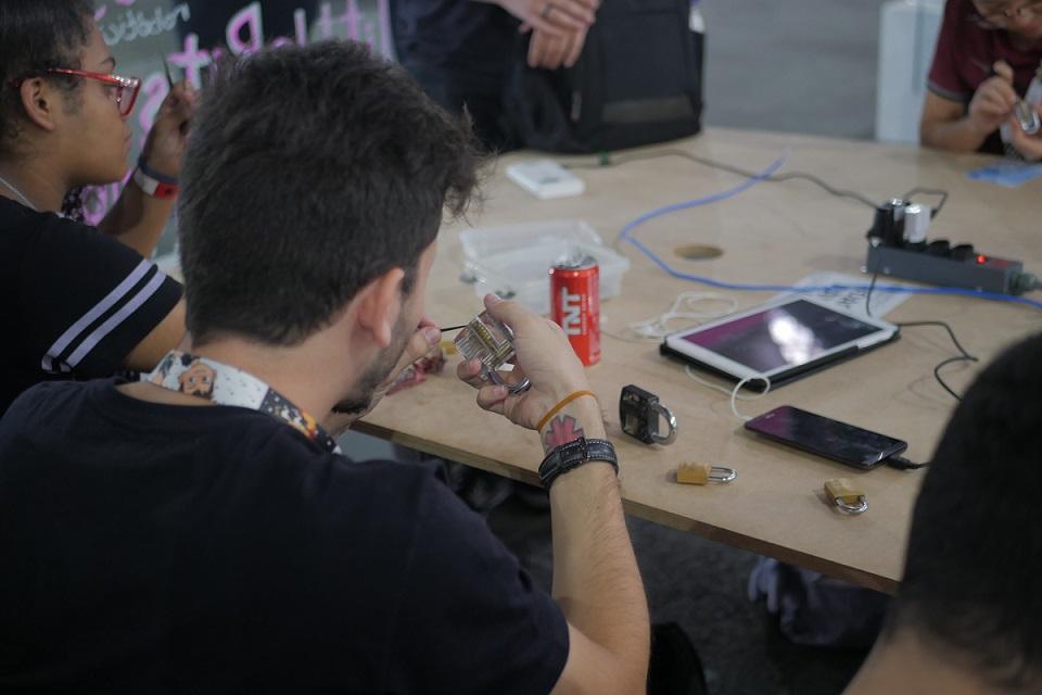 Imagem de Hackers ensinam a abrir cadeado na Campus Party — e outras coisas mais no tecmundo