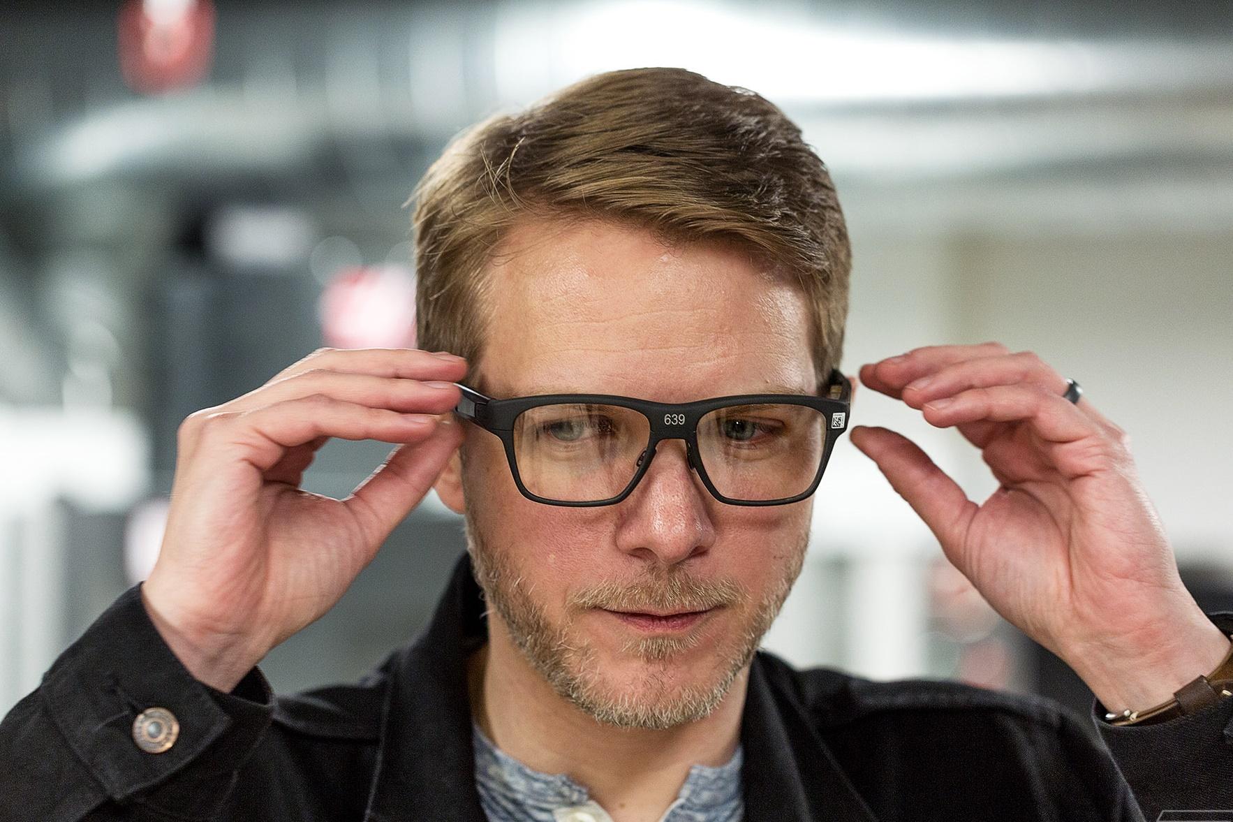 Imagem de Óculos inteligentes da Intel projetam imagens com laser direto no seu olho no tecmundo