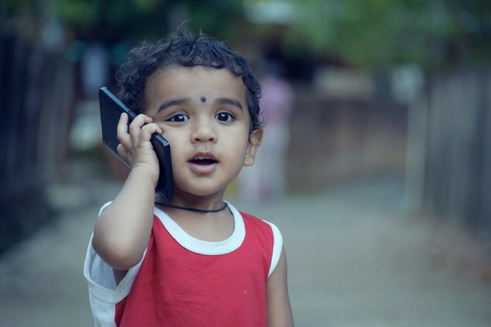 criança smartphone