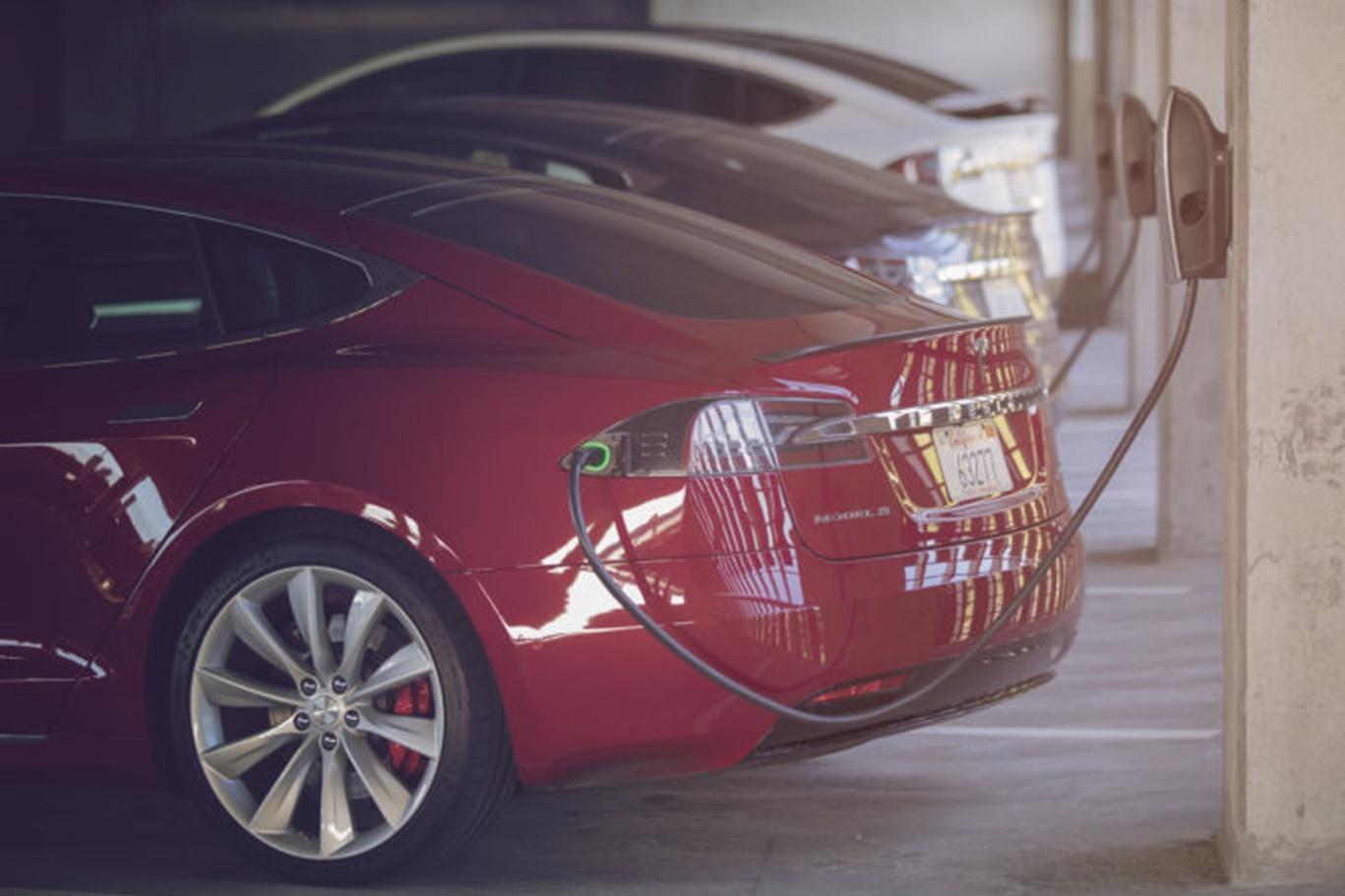 Imagem de Tesla quer instalar carregadores em garagens de prédios comerciais de graça no tecmundo